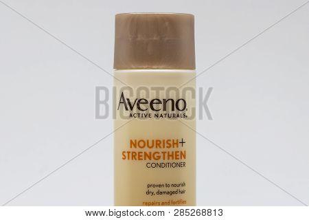 Avveno Active Naturals Conditioner And Trademark Logo