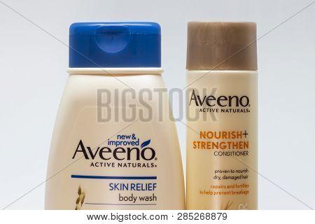 Avveno Active Naturals Conditioner, Skin Wash And Trademark Logo