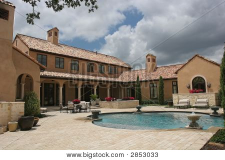 Luxury Home Looking Over The Pool