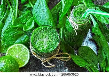 Spinach Smoothie With Lime Juice. Detox Drink With Spinach And Lime. Spinach Drink For A Good Figure