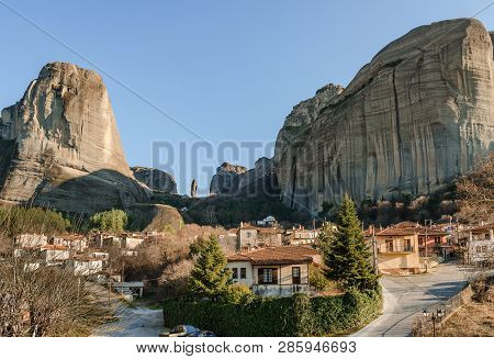 View Of The Traditional Kastraki Village And The Rock Formation Of Meteora, In Central Greece. Meteo