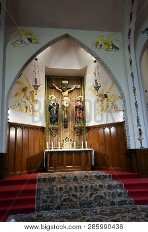 Fraternité Notre-dame Catholic Church Interior Alter, Chicago, Il October 20, 2018
