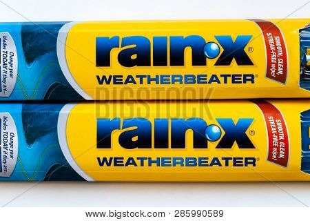 St. Paul, Mn/usa - February 21, 2019: Rain-x Weatherbeater Windshield Wiper Blades And Trademark Log