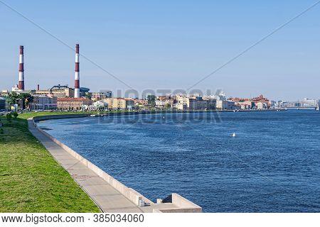 Saint Petersburg, Russia -  July 26, 2019: Sinopskaya Embankment Of The River Neva With Chimneys, Ch