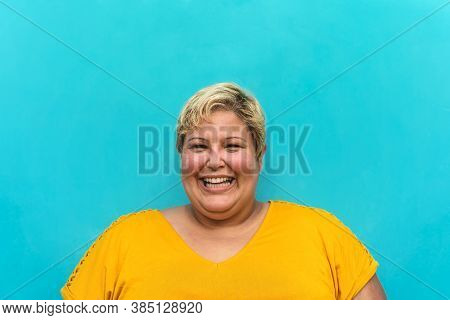 Happy Plus Size Woman Portrait - Curvy Overweight Model Having Fun Smiling At Camera - Over Size Con