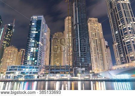 Dubai, Uae - November, 20: Vew Of Dubai Marina Promenade And Modern Towers. United Arab Emirates