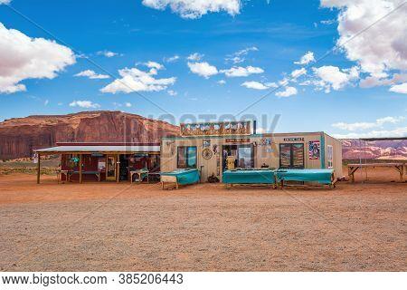 Utah/arizona, Usa: April 6, 2019: Souvenir Shop In Monument Valley. Navajo Tribal Park Landscape, Ut