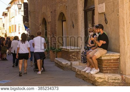 Pienza, Italy - September 6th 2020. Tourists Near The Historic Piazza Pio Ii In Pienza In Tuscany, I