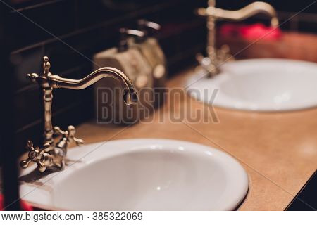 Modern European Ceramic Sink, Washstands With Photocells, Luxury Public Toilet With Wash Basins, Pub