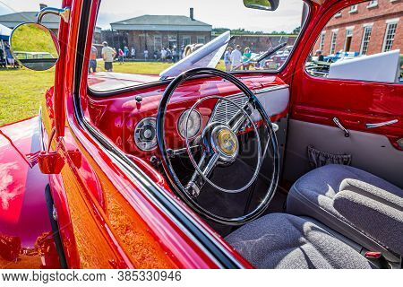 Fernandina Beach, Fl / Usa - September 22, 2018: 1952 Ford F-1 Pickup Truck At A Car Show At Fort Cl