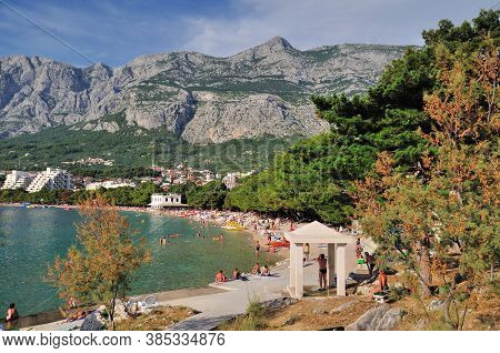 Makarska/croatia - June 24, 2011: The Beach In Makarska Is Surrounded By Pine Trees, With A Surprisi