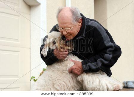 ein alter Mann und sein Hund