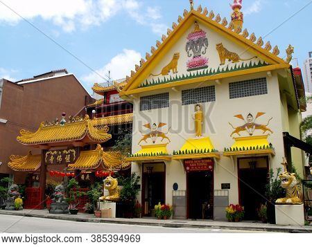 Singapore, March 3, 2016: Hindu Temple Next To A Taoist Temple In Singapore
