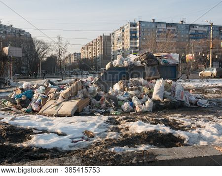 Russia, Chelyabinsk, 10.03.2020. Trash Can Overflowed Over The Edges. Garbage Bags Lie Near An Overf