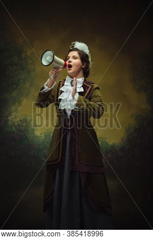 Shouting For Sales. Modern Trendy Look, Portrait Of Renaissance Period Beautiful Woman. Retro Style,
