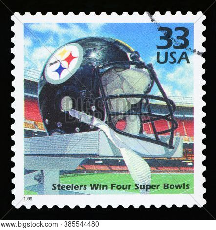 United States Of America, Circa 1999: A Postage Stamp Printed In Usa Celebrating The Four Super Bowl