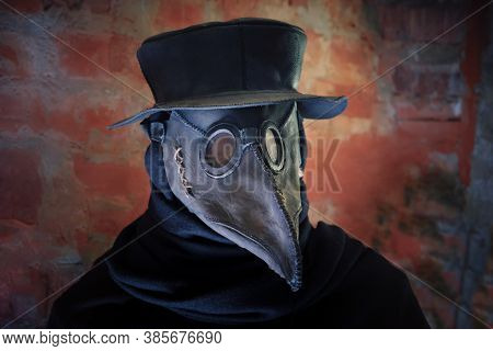 Plague Mask, Hat And Costume Of Medieval Doctor.