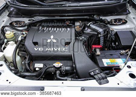 Novosibirsk, Russia - September 12, 2020: Mitsubishi Outlander Xl, Close Up Of A Clean Motor Block.