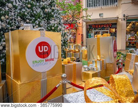 Udon Thani/thailand-11 Dec 2017:unacquainted People In Ud Town Community Mall In Christmas Theme At