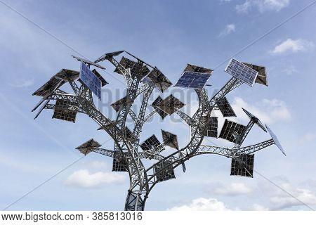 Bristol, Uk - May 30, 2015: The Energy Tree At The At-bristol Science Centre