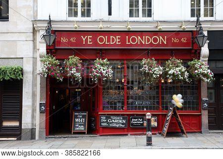 Outside View Of A English Pub