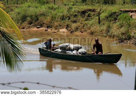 Belmonte, Bahia / Brazil - October 1, 2008: People Are Seen On A Boat Sailing On A River In The Muni