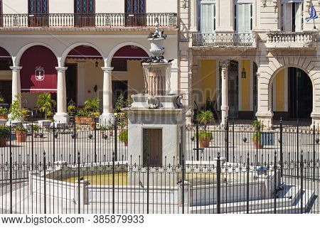Havana, Cuba-october 08, 2016. Old Square, Plaza Vieja, Laid Out In 1559, This Public Square With A