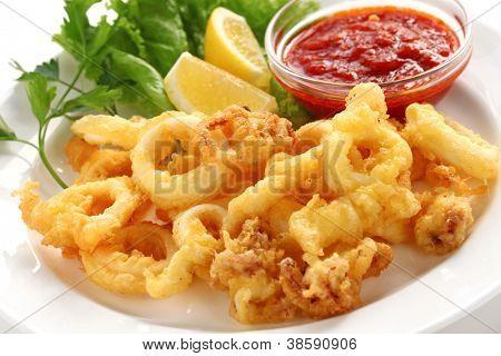 fried calamari, fried squid with marinara sauce