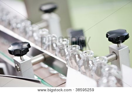 pharmaceutical medicine industrial washer cleaning and drying machine for powder drugs glassware bottles
