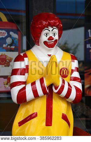 Muang, Pathumthani,thailand, April 1, 2018: A Ronald Mcdonald Statue, Mascot In Front Of The Mcdonal
