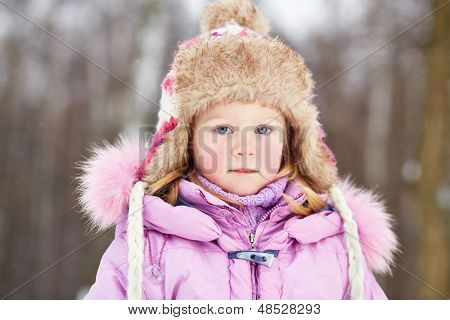 Humeral portrait of little girl in winter park