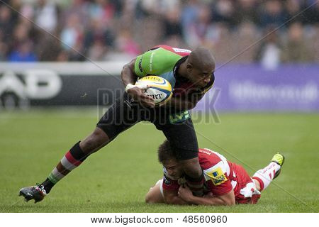 17/09/2011. Twickenham, England. Harlequins Ugo Monye,  in action during the Aviva premiership rugby union match between Harlequins and Gloucester played at The Stoop Twickenham.
