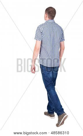 Vista do homem bonito em jeans e uma camisa de volta.  a cara jovem. Traseira vista pessoas colecionam