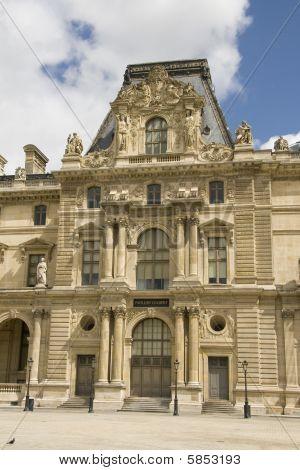 Pavillon Colbert des Louvre in paris