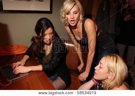 Vedette Lim, Brianne Davis, Jennifer Blanc-Biehn on the set of