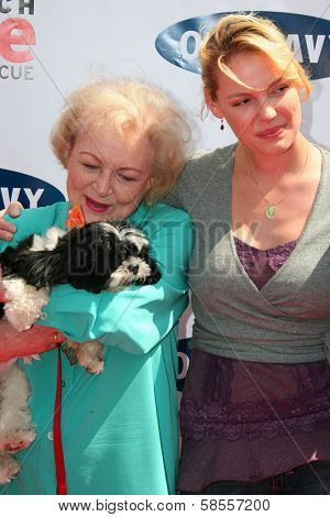 BEVERLY HILLS - APRIL 29: Betty White and Katherine Heigl at the Old Navy Nationwide Search for a New Canine Mascot at Franklin Canyon Park on April 29, 2006 in Beverly Hills, CA.