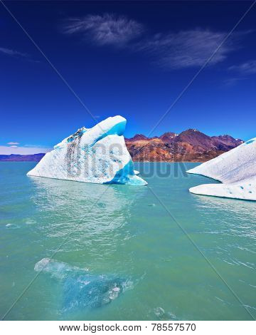 The unique lake Viedma  in droughty Patagonia. Huge white-blue icebergs float in ice emerald waters of the lake in Argentina