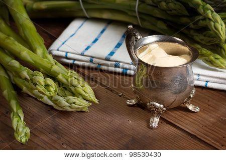 Green Asparagus With Sauce Hollandaise