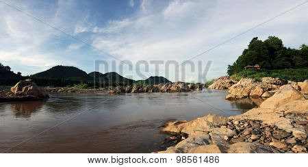 panormic of thr mekong  river in laos