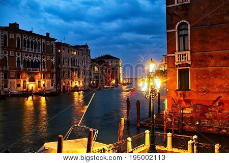 A quiet evening on the Grand Canal of Venice.
