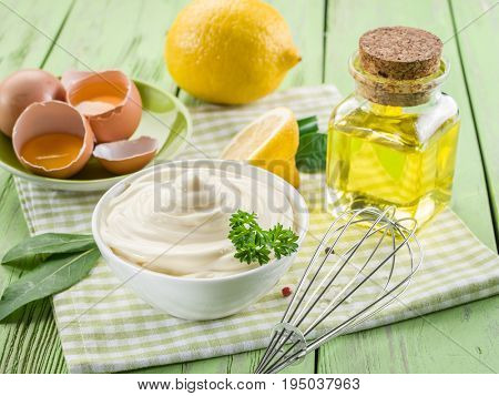 Natural mayonnaise ingredients and the sauce itself.