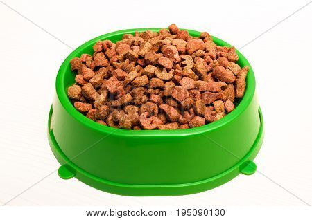 dry food for cats in green plastic bowl