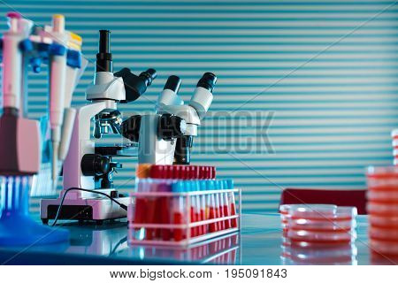 Identification of pathogenic microbes and viruses