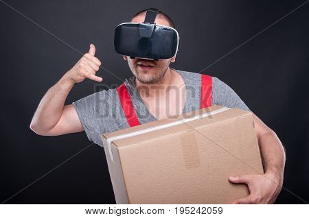 Mover Guy Wearing Vr Glasses Making Calling Gesture