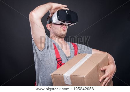 Mover Guy Holding Box Wearing Vr Glasses Looking Away