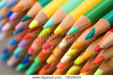 pencil crayons - points - narrow DOF
