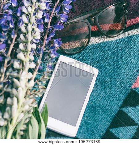 ummer screensaver from a mobile phone with bright colors and glasses