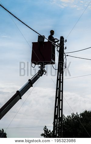 Making the building's electrical connection to the medium voltage grid