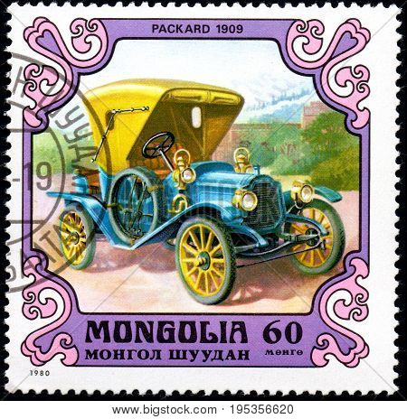 UKRAINE - CIRCA 2017: A postage stamp printed in Mongolia shows motorcar Packard United States 1909 from the series Antique Cars circa 1980