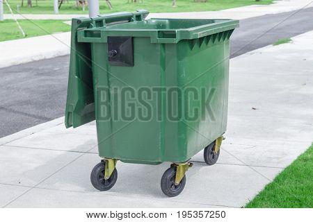 garbage can dustbin rubbish-bin Trashcan in park